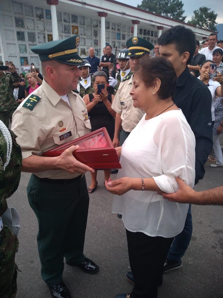 Sargento ibaguereño muerto en combates fue despedido con honores