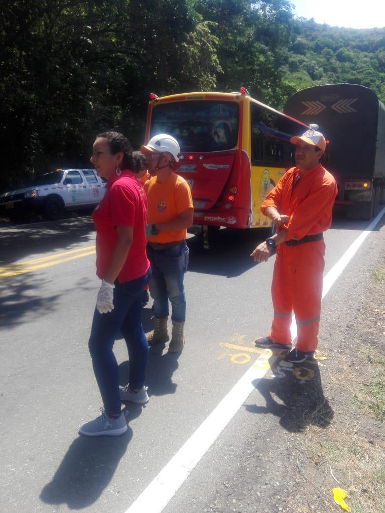 Diez lesionados en choque múltiple entre Venadillo y Lérida