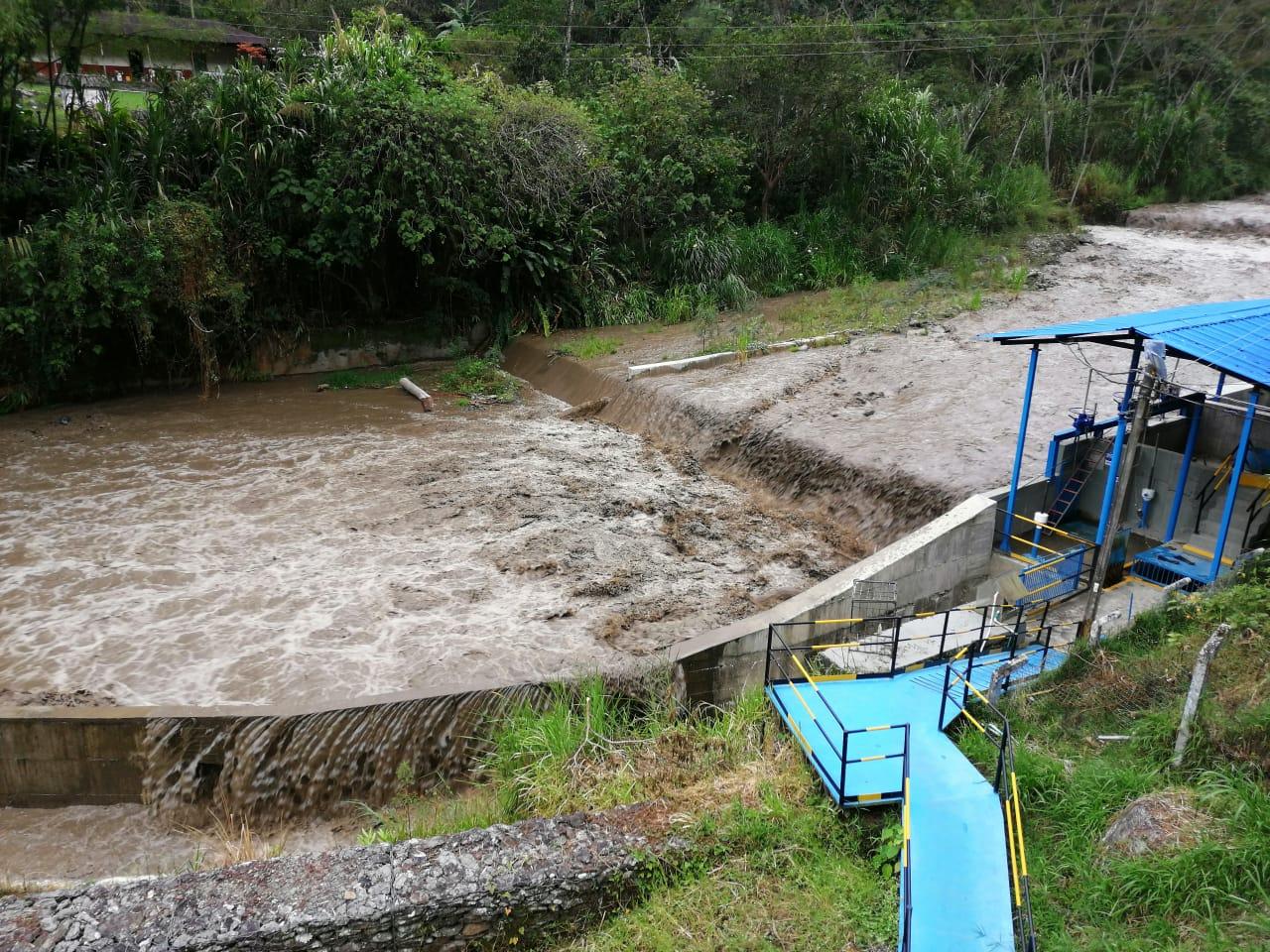Luego del verano, otra vez cierran bocatoma del acueducto por lluvias en el Cañón del Combeima