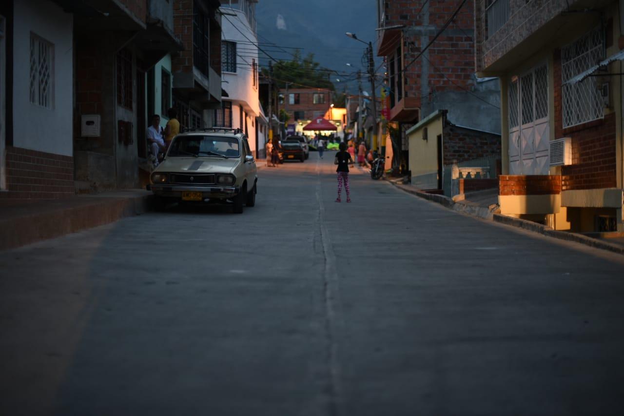 Pavimentan 1.080 metros cuadrados en el barrio Ambalá
