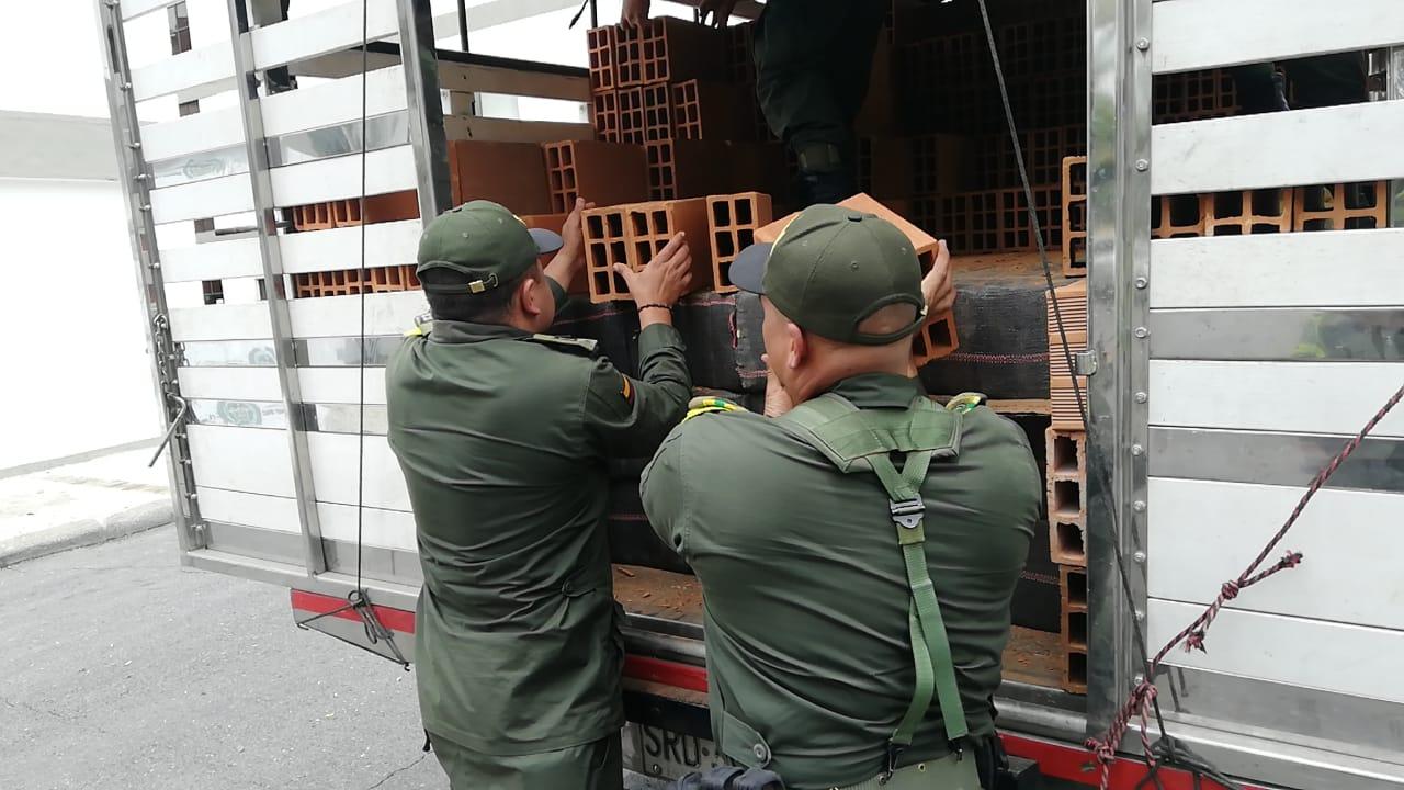 Cayó más de una tonelada de marihuana en camión con ladrillos entre Cajamarca e Ibagué