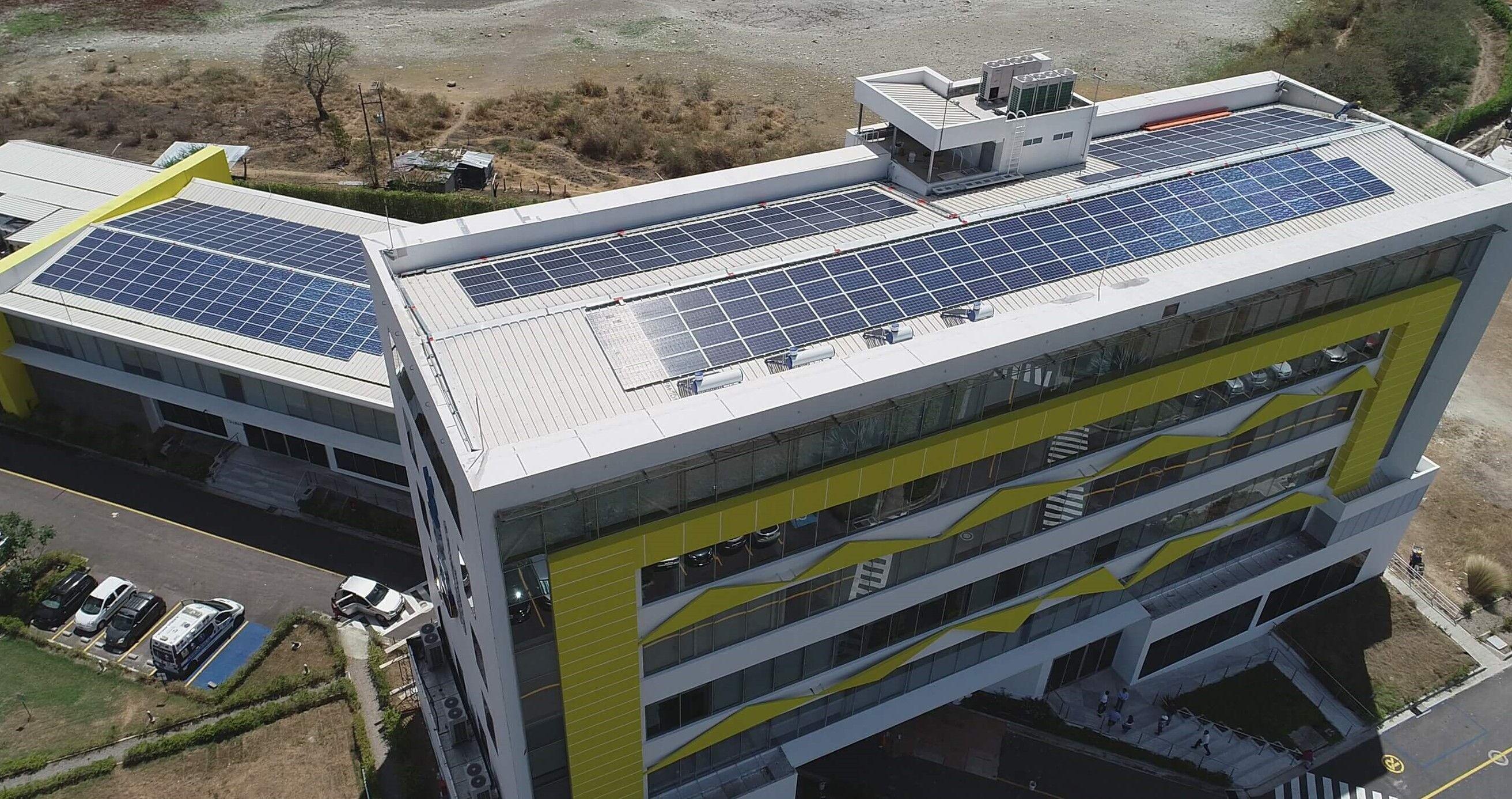 Celsia instala primer techo solar en clínica oncológica del Tolima