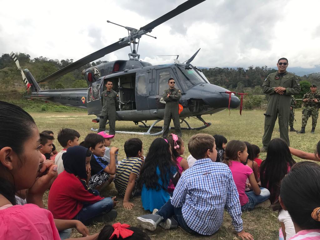 Villarriquenses compartieron con la Fuerza Aérea