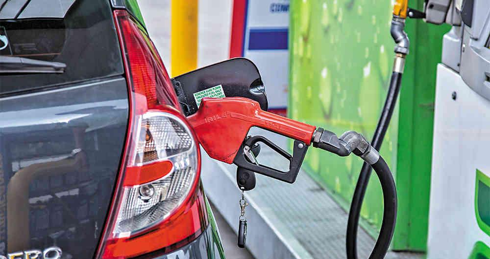 Fuerte caída en el consumo de gasolina este mes en el País
