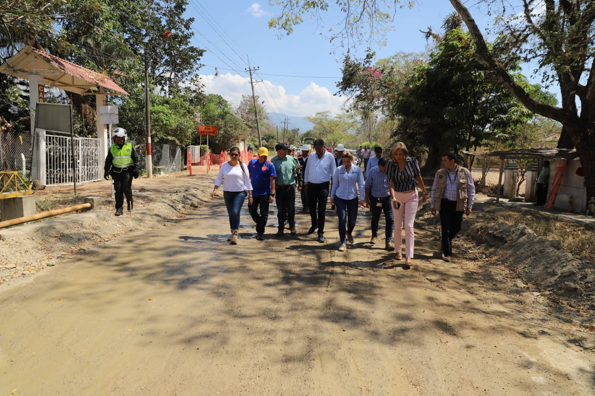 Gobernador visitó la obra de pavimentación de 23 kilómetros entre Ibagué y Rovira