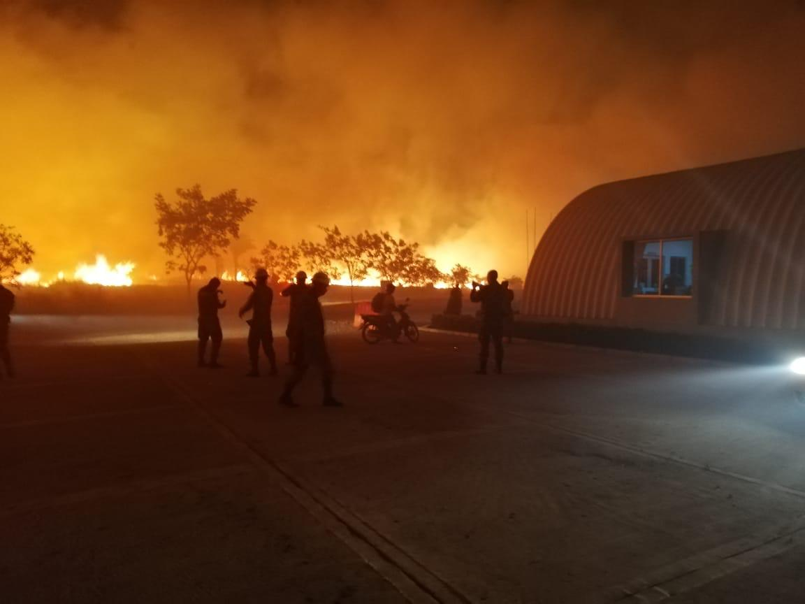 Unen esfuerzos para controlar incendio forestal en Tolemaida