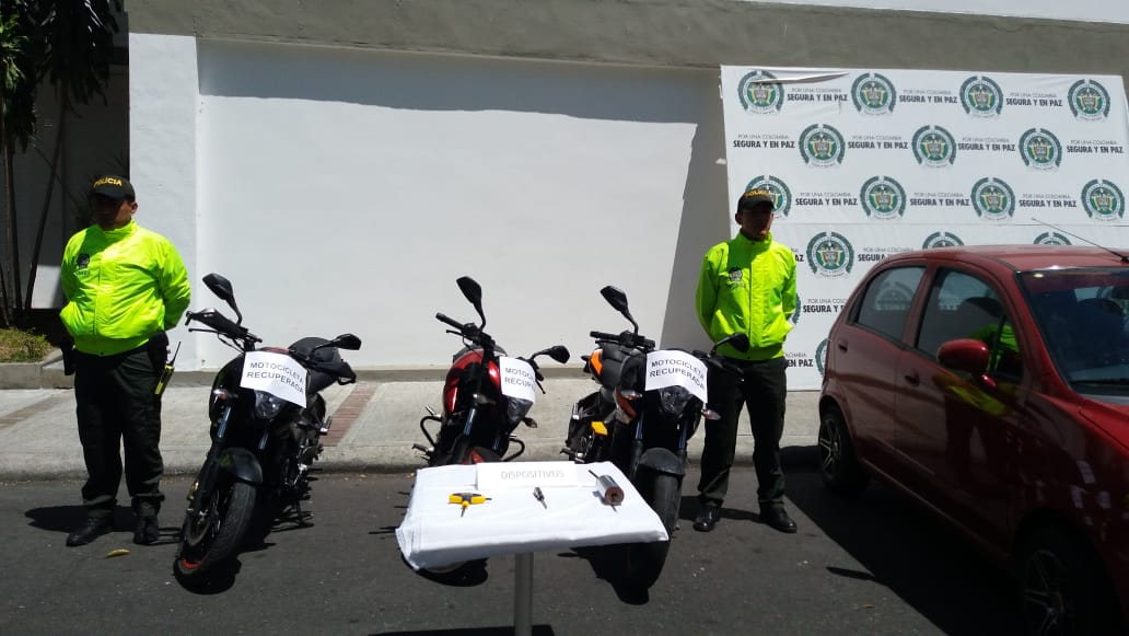 Policía recupera y entrega a sus dueños dos motos robadas en Ibagué
