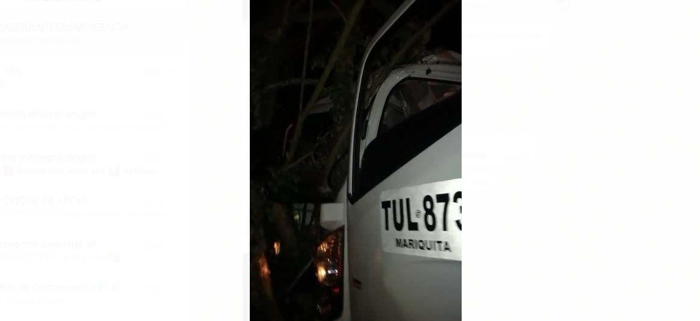 Contratistas de Movistar chocaron contra un árbol en la vía a Alvarado