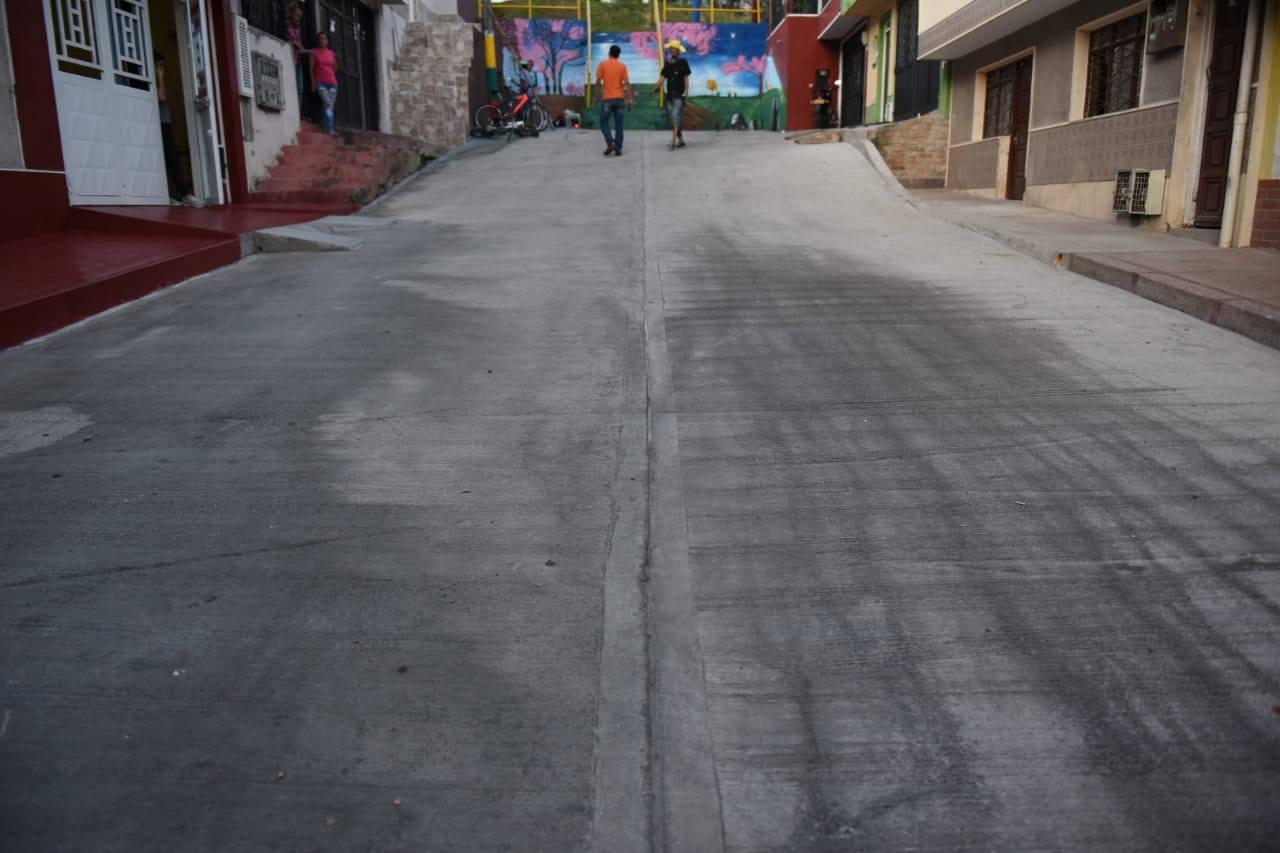 Pavimentan tres nuevas vías en los barrios Federico Lleras y La Francia