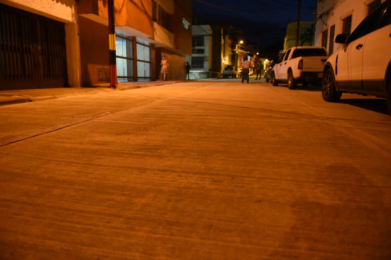 Pavimentan vía de 722 metros cuadrados en el barrio La Pola