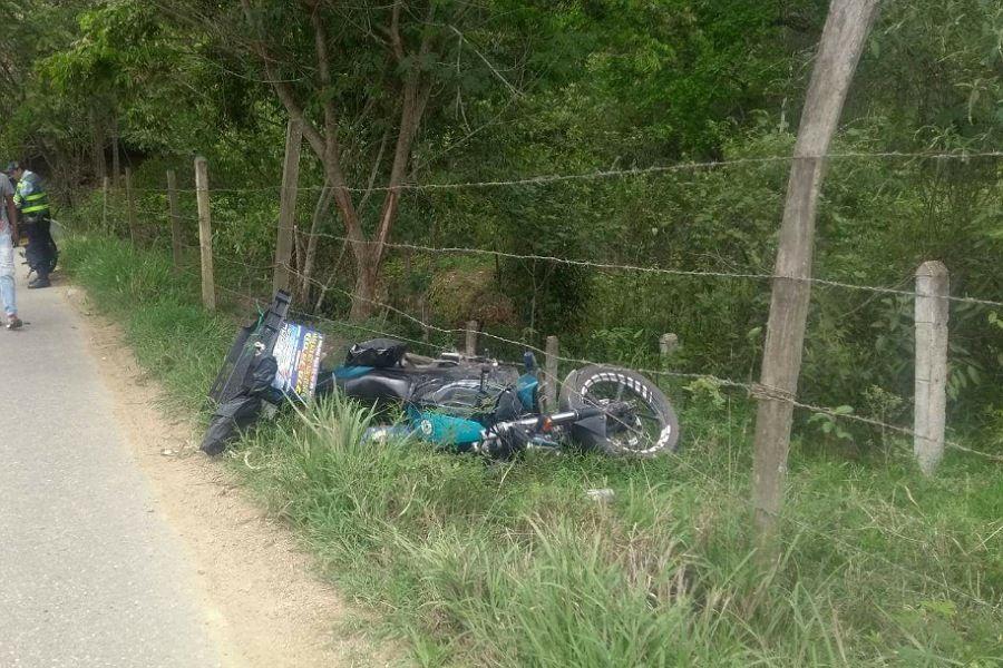 Mensajero falleció en accidente con su moto en la vía a El Totumo
