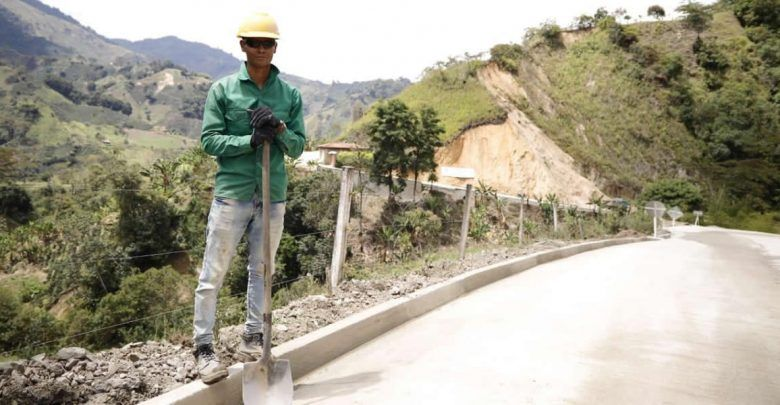 Entregaron primer tramo de la vía Herrera - El Diamante, en Rioblanco, sur del Tolima