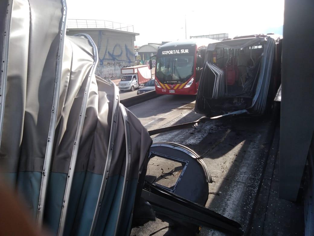 Bus de Transmilenio se partió por la mitad