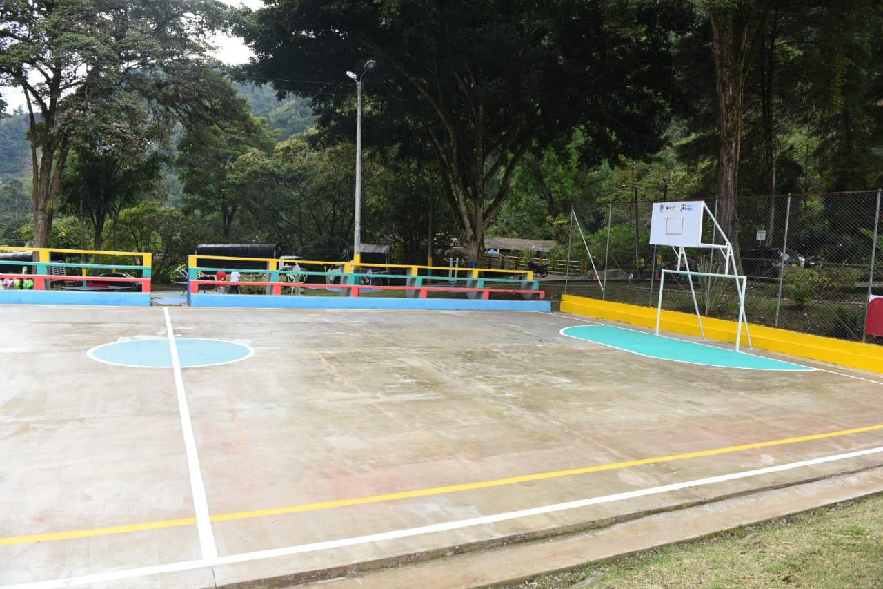 Remodelaron el parque principal de Villarrestrepo