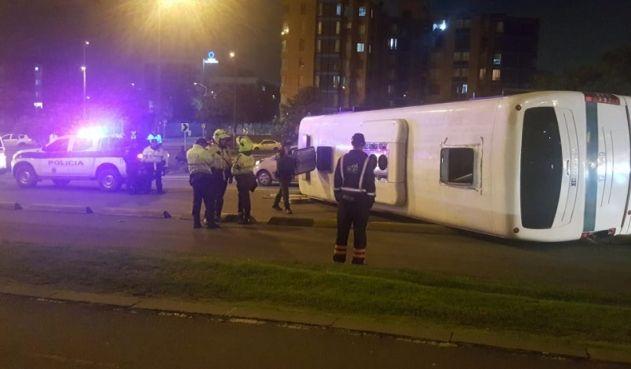 Detenidos escaparon luego de volcar bus que los transportaba