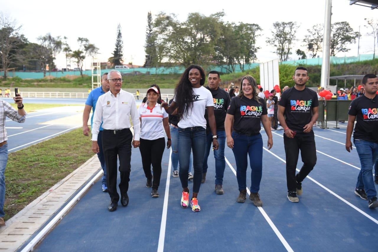 Inauguraron el primer estadio de atletismo del Tolima en compañía de Caterine Ibargüen