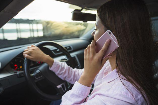 Más de 200 sancionados por utilizar el celular mientras conducen