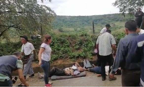Identifican al fallecido y a heridos por caída de rocas sobre buseta entre Ortega y Chaparral