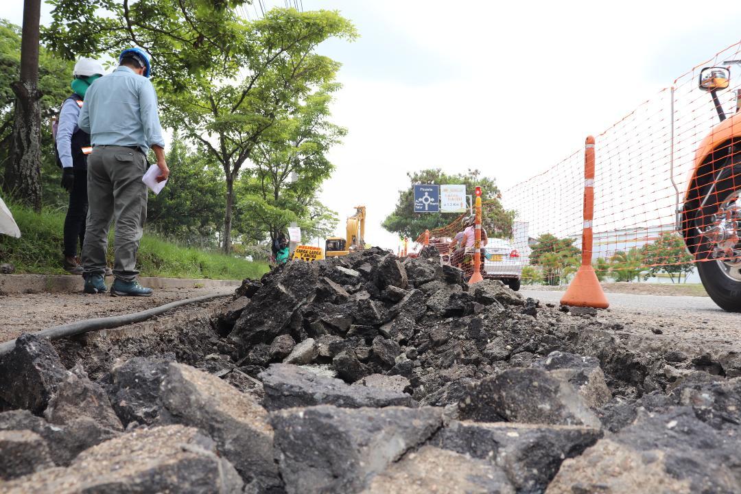 Paciencia con los trancones: Avanza la construcción de colector Quintas
