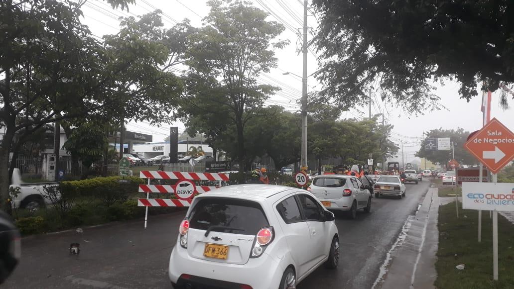 Tome vías alternas: Iniciaron demoliciones de pavimento en la Avenida Mirolindo