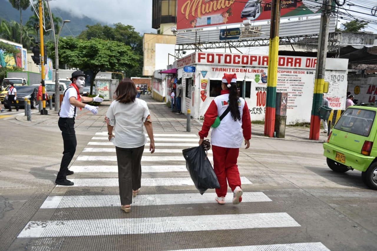 Regresan los mimos y conos humanos a las calles de Ibagué