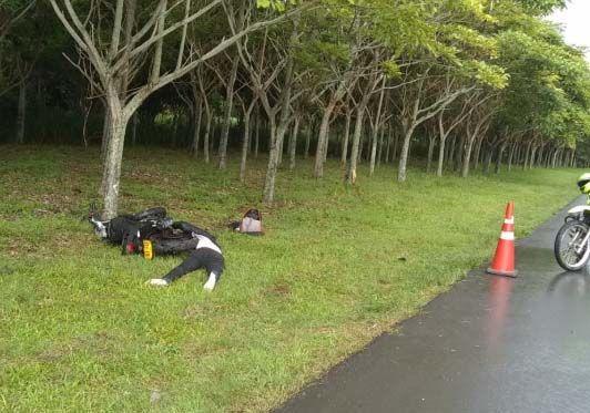 Motociclista falleció tras impactar contra un árbol en la Variante