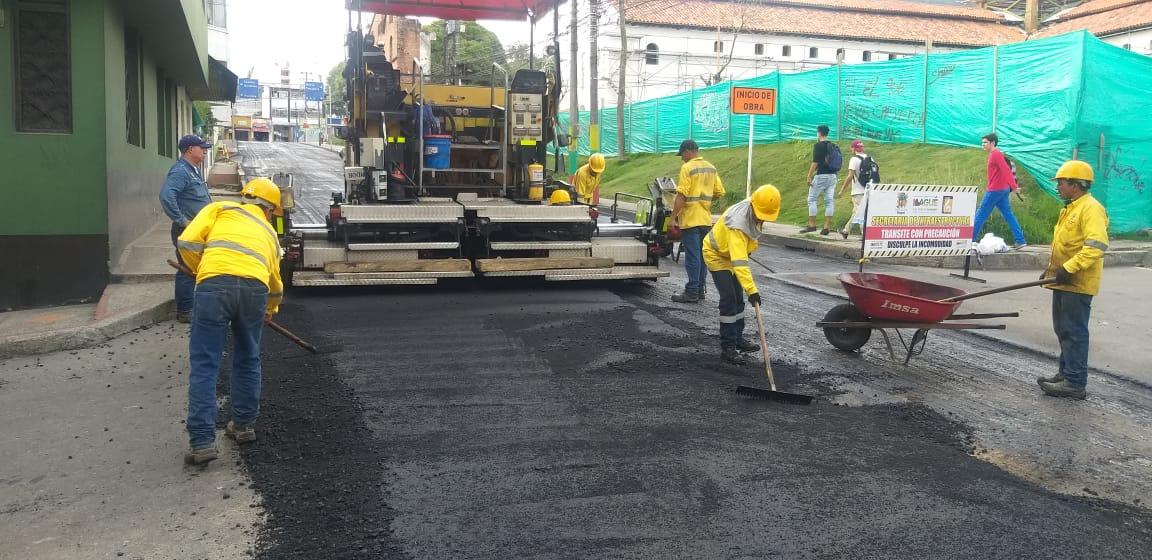 Continúan los trabajos de mantenimiento vial en la carrera Octava