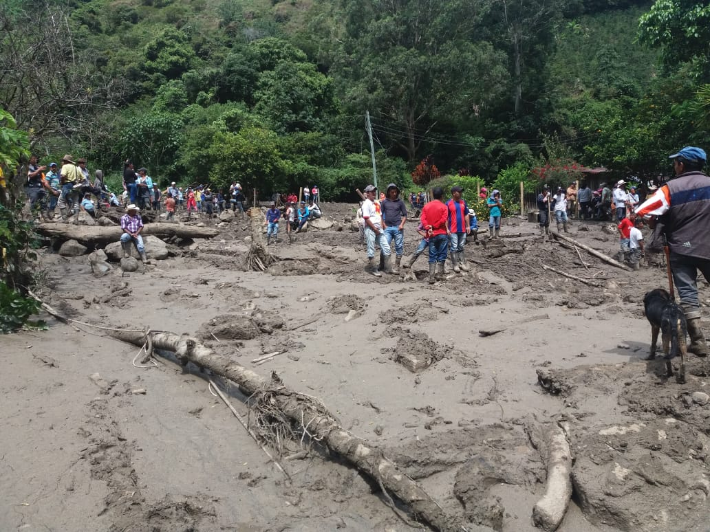 Llegan las ayudas a los damnificados por la tragedia en La Virginia, Chaparral