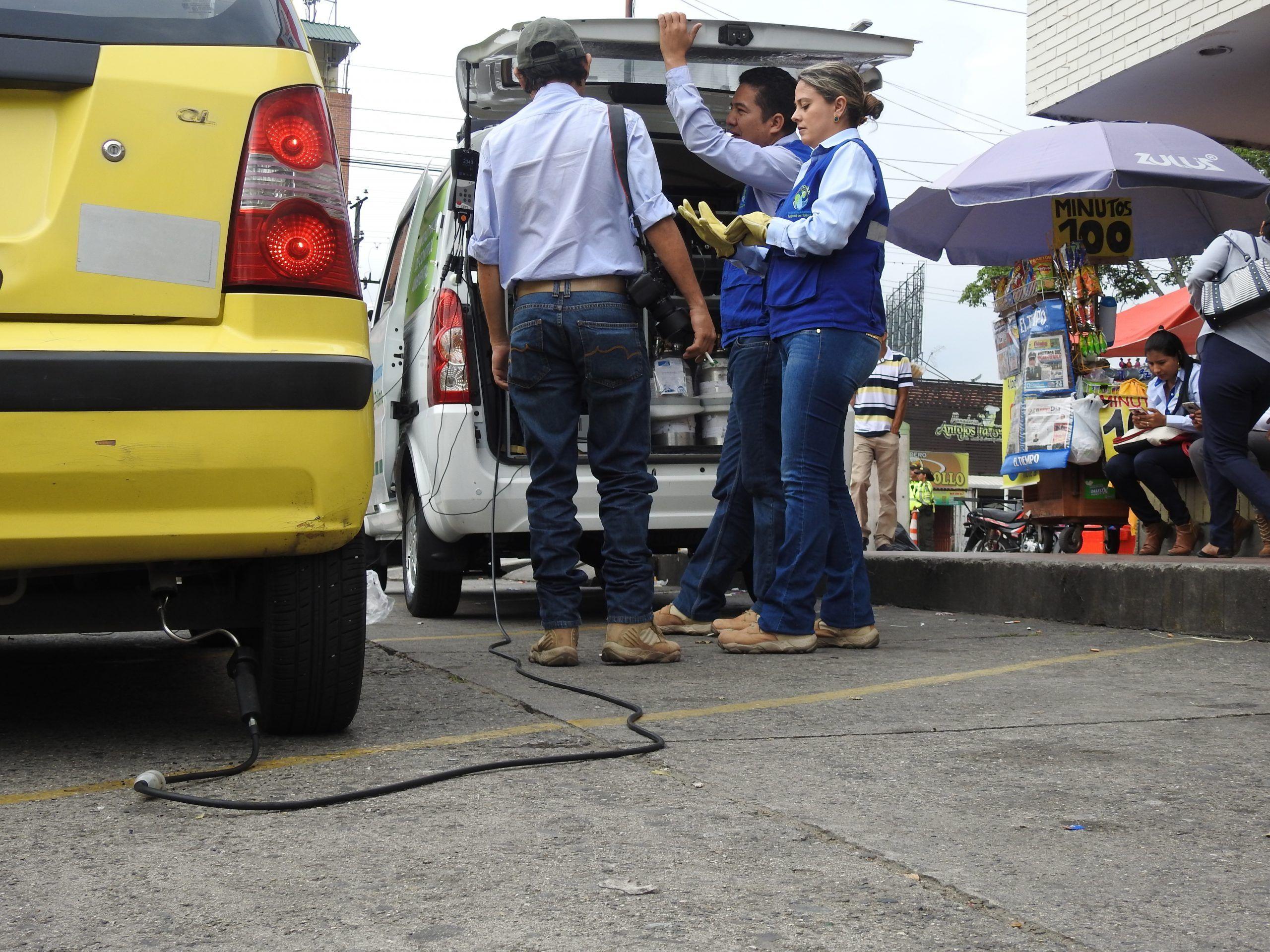 Controles de ruido y gases en vehículos en el 'Día sin carro' en Ibagué