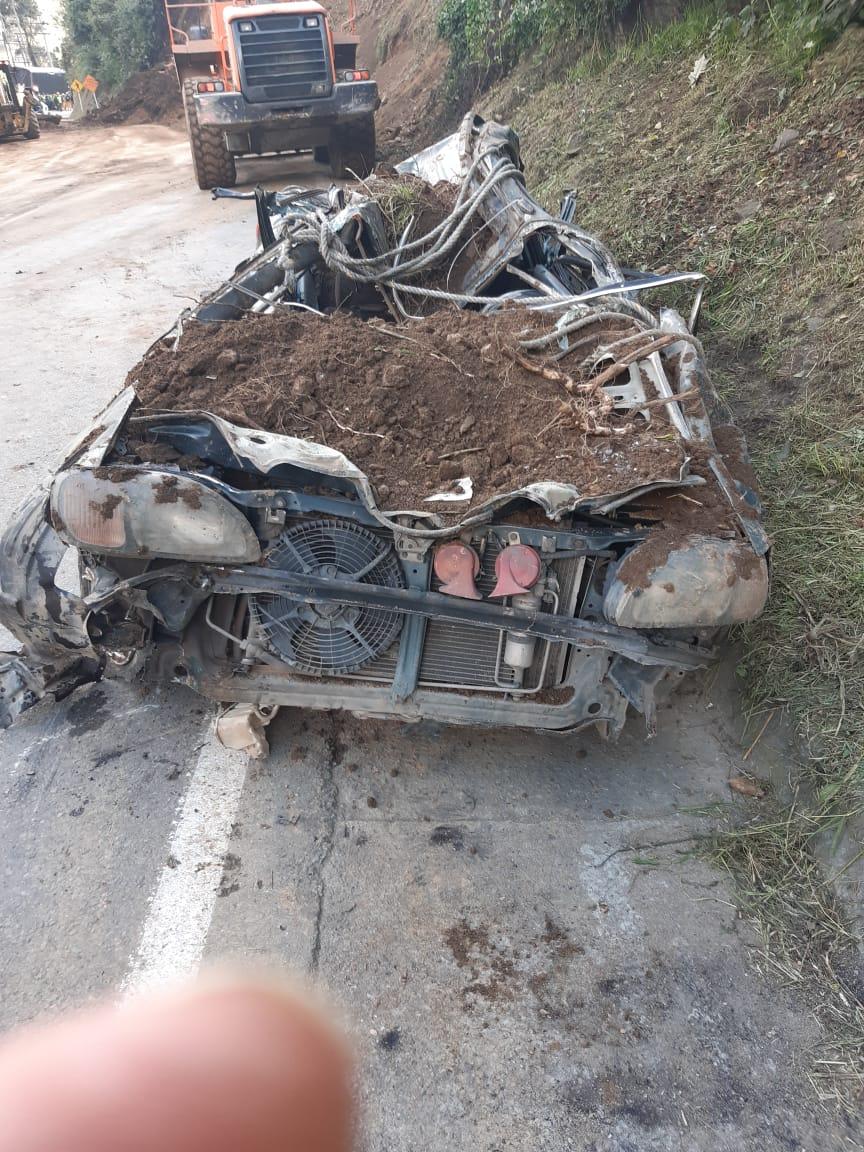 Identificadas las dos personas rescatadas en vehículo tapado por derrumbe en la vía a La Línea