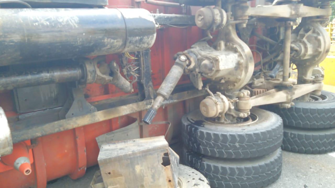 Tres lesionados por volcamiento de camión en el puente de Coello - Cocora
