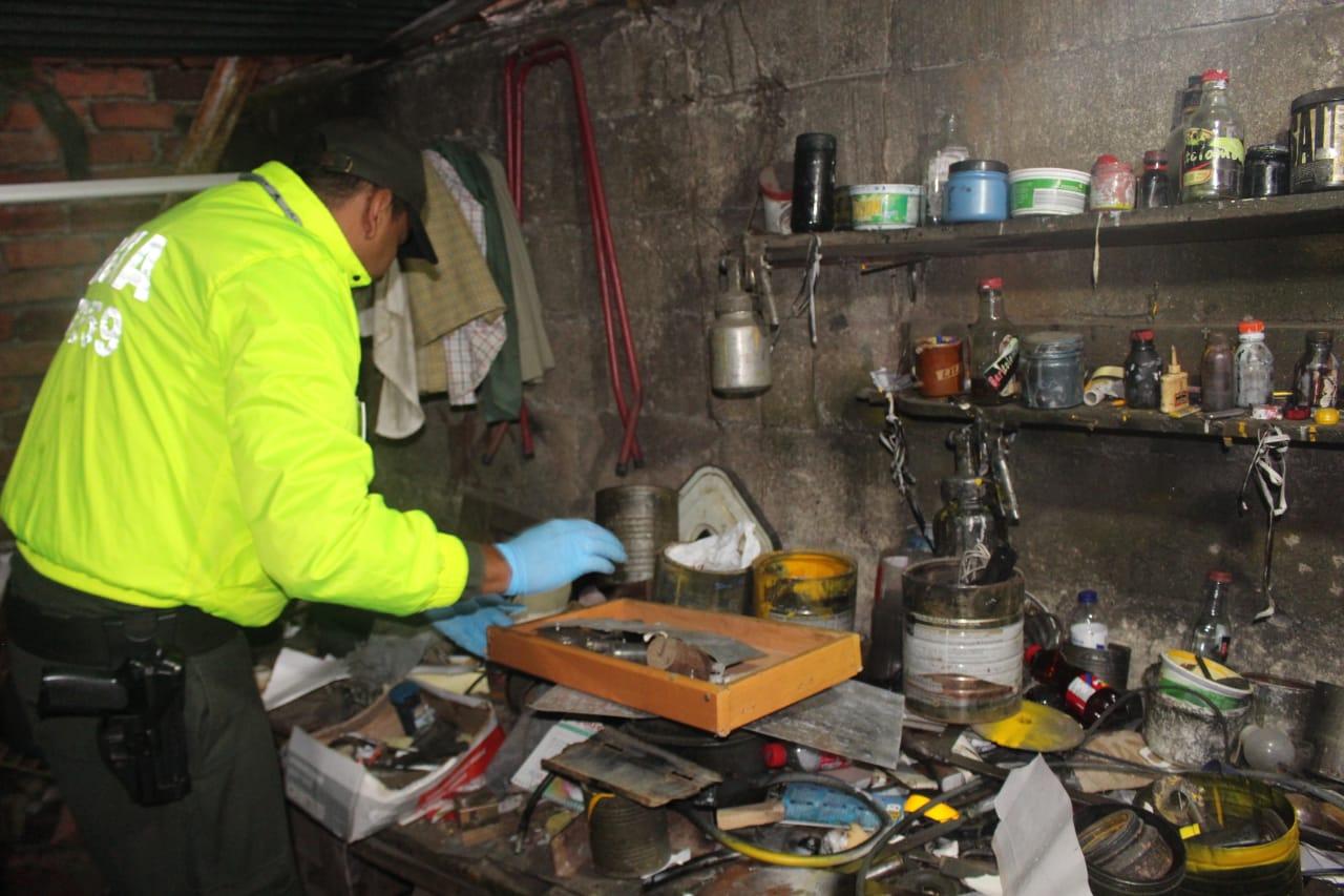 Descubrieron casa donde fabricaban placas falsas para vehículos