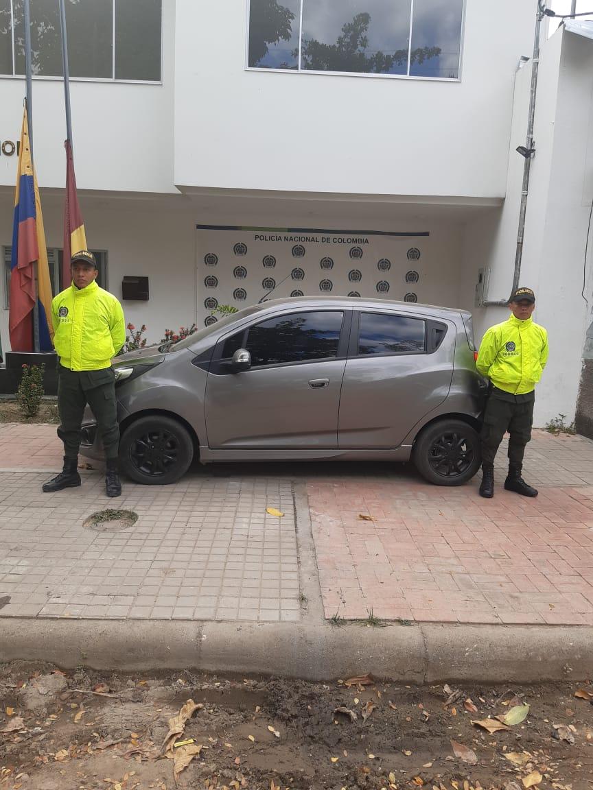 Policía recuperó un carro y seis motos