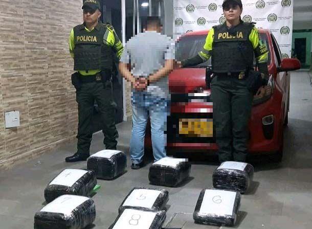 Cargaba 60 kilos de 'marimba' en el baúl de un carro en la vía Ibagué - Espinal