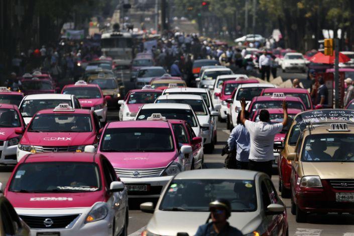 El Coronavirus viajó en taxi durante 14 días en México