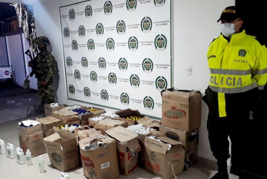 Más de mil botellas de líquido parecido al alcohol antiséptico fueron incautadas