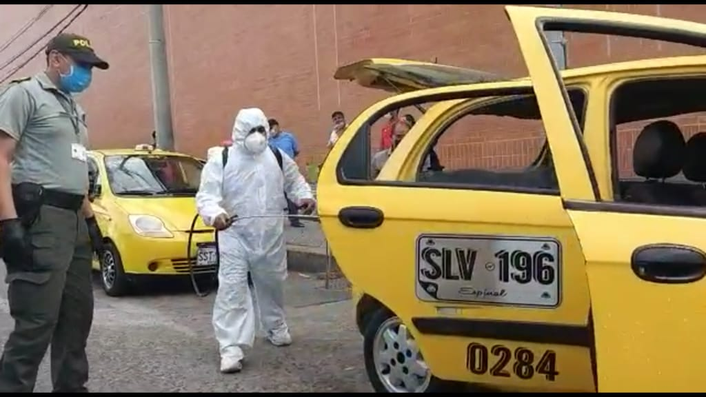 Policía realizó jornada de desinfección de taxis en Espinal