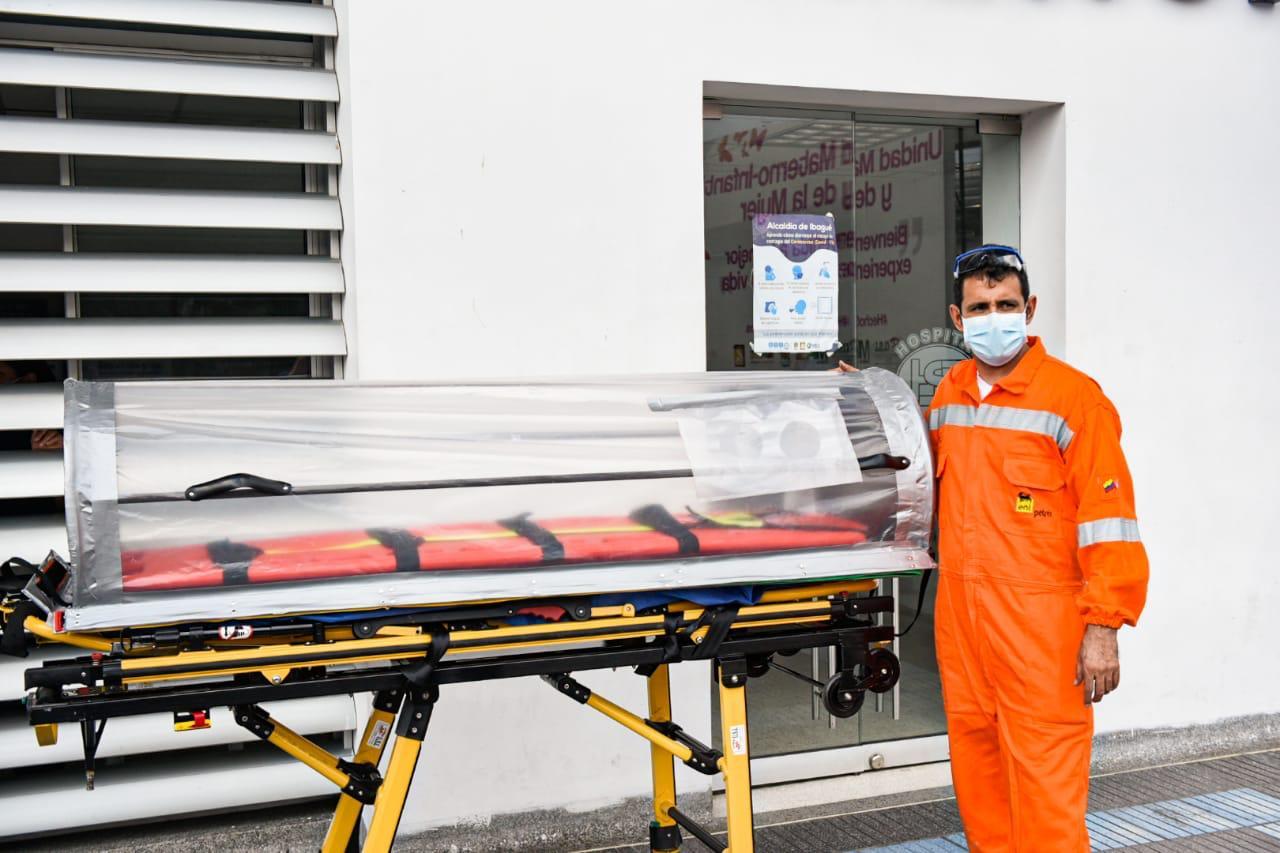 Ibaguereños crean cápsula especial para el traslado seguro de pacientes con Covid -19