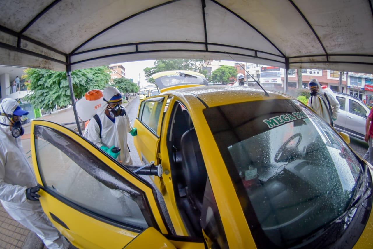 Más de 300 taxis participaron en la jornada de desinfección