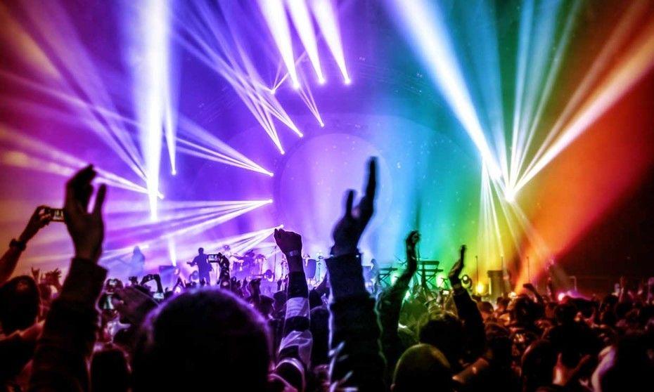 Continuarán restricciones a discotecas, bares, conciertos y eventos con público