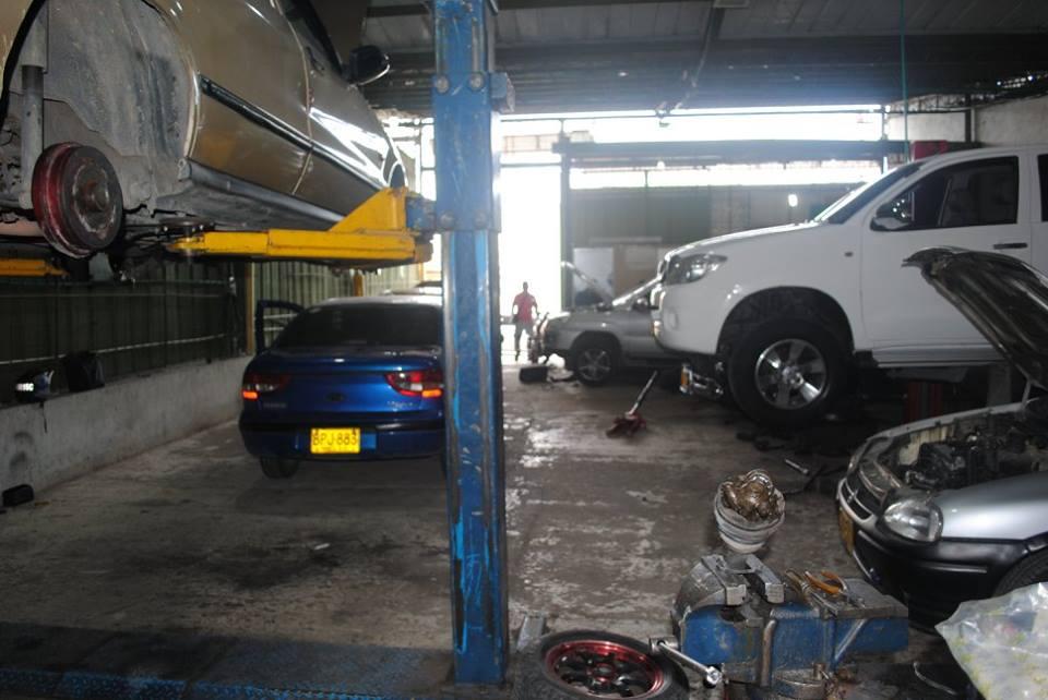 Evalúan la reactivación gradual de talleres de mantenimiento vehicular y comercializadores de autopartes