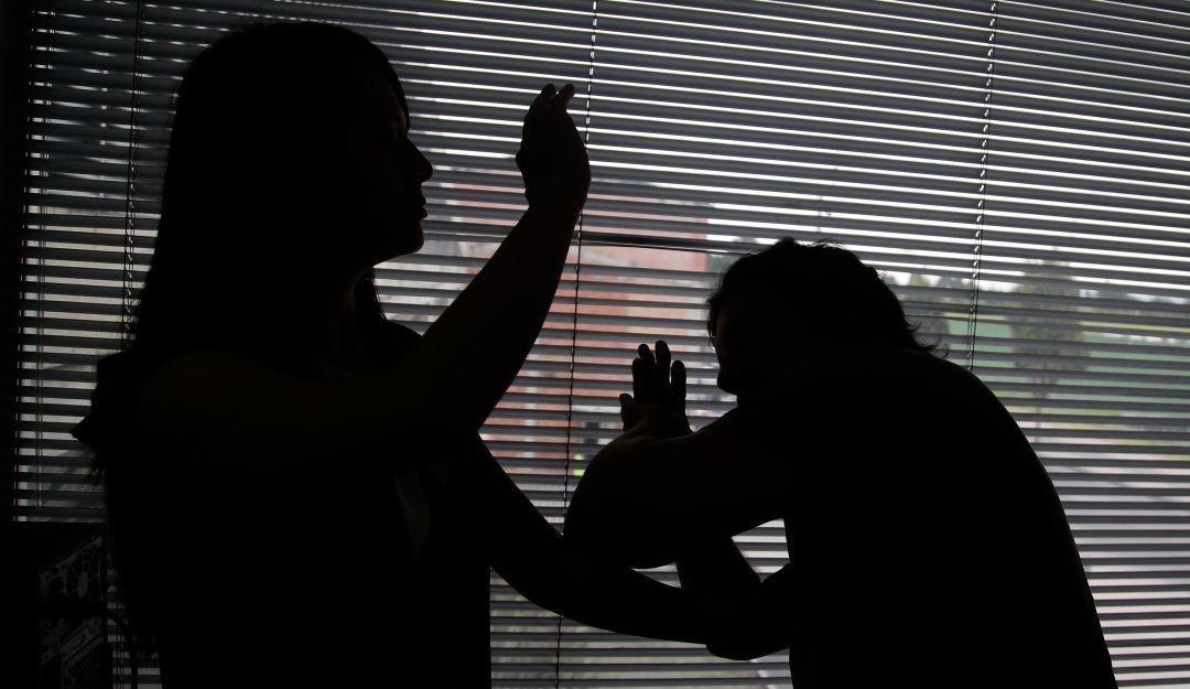 Acusada de violencia contra su compañero sentimental