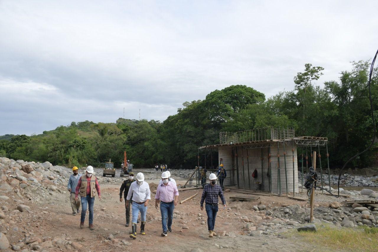 Gobernador inspeccionó las obras del puente San Luis - Coello, en Gualanday