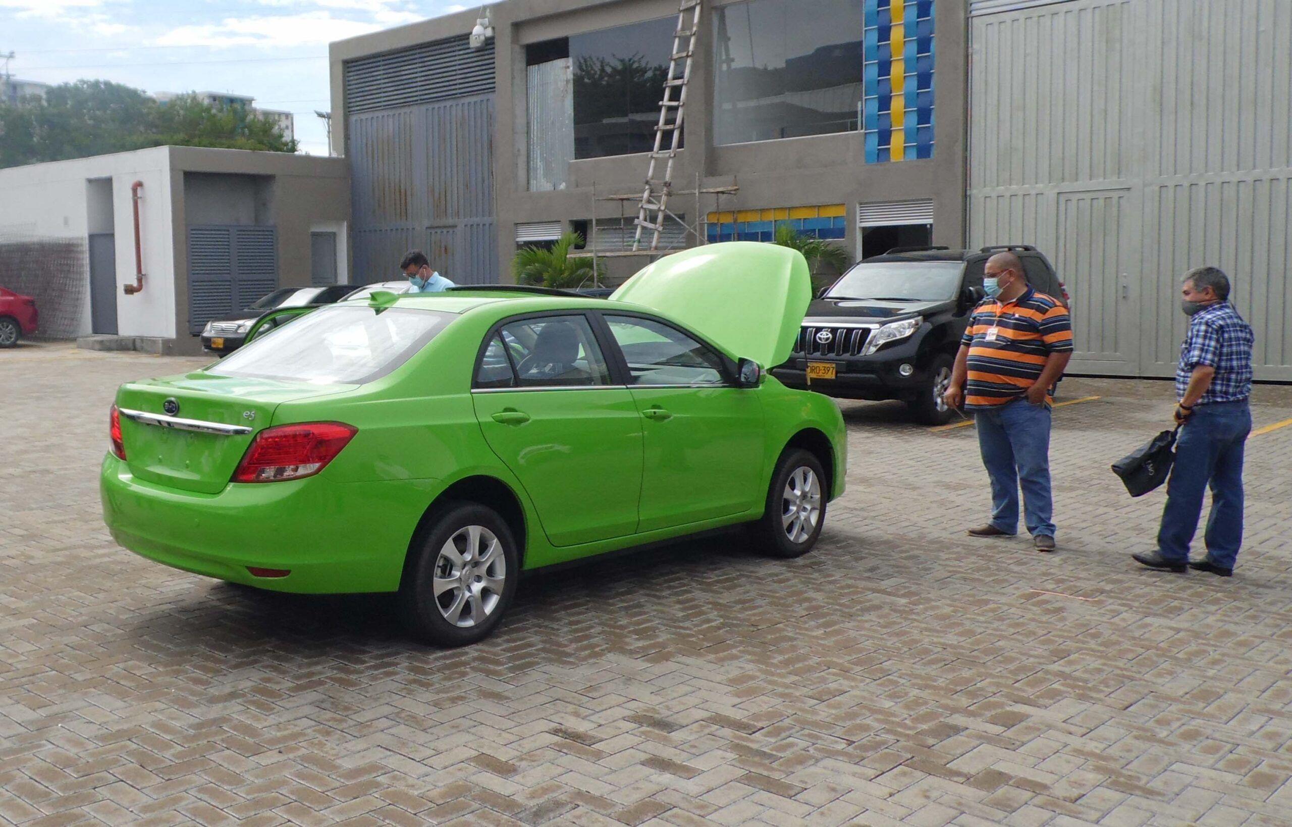Matriculado el primer 'taxi ambiental' en Ibagué
