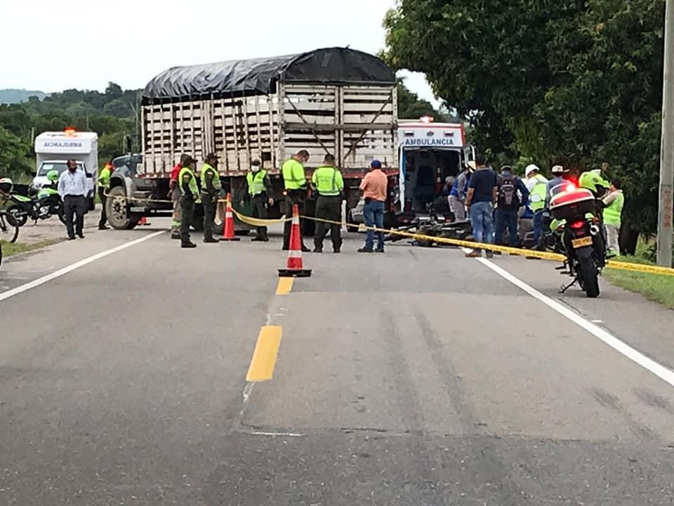 Choque entre moto y camión dejó un muerto en la vía entre Mariquita y Armero-Guayabal