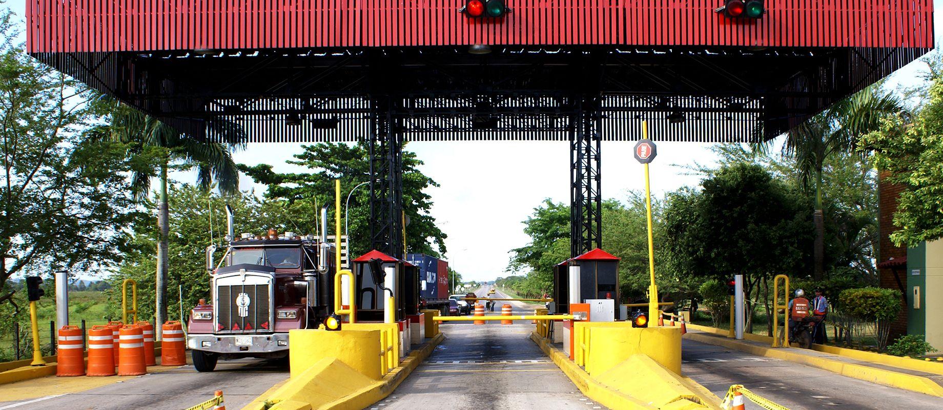 Camioneros rechazan el cobro de peajes en plena pandemia