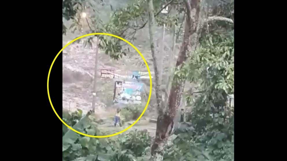 Cerrada vía Villarrestrepo - Juntas por material rocoso que dejó emergencia