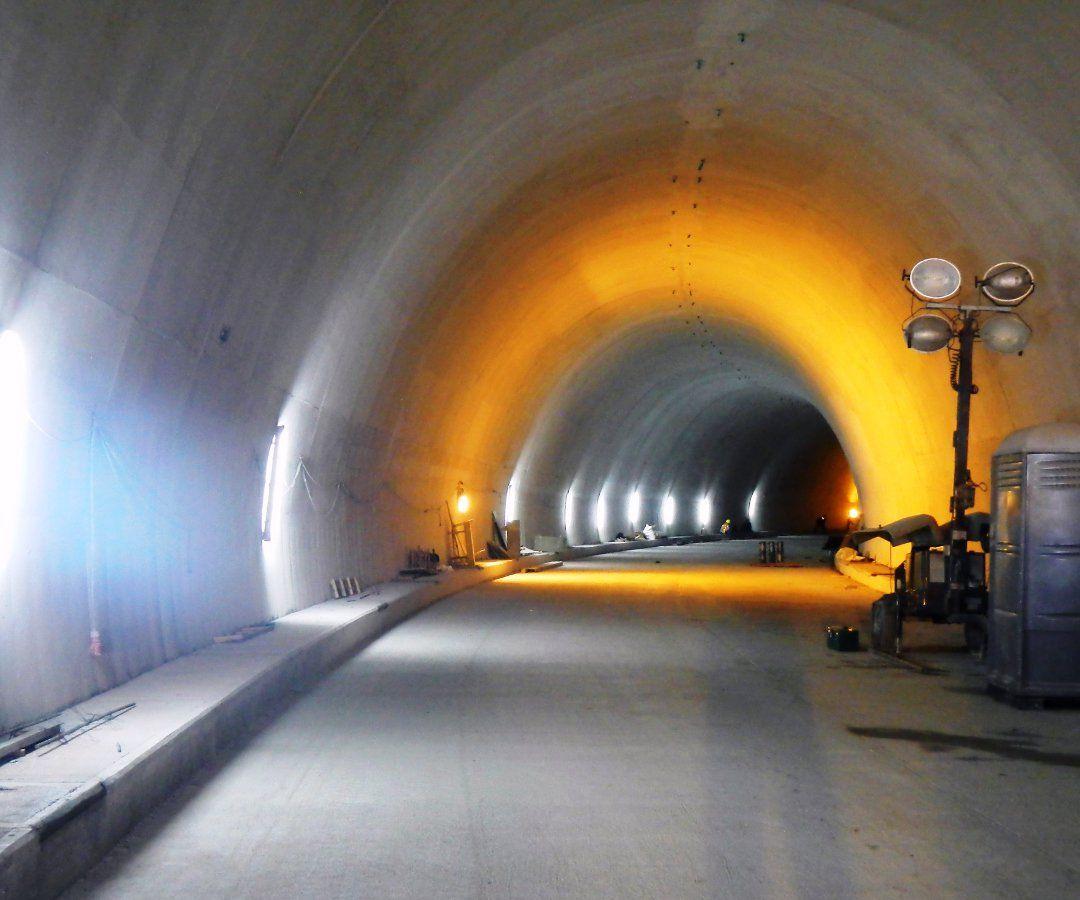 Buscan a obreros del Túnel de La Línea para rendirles homenaje