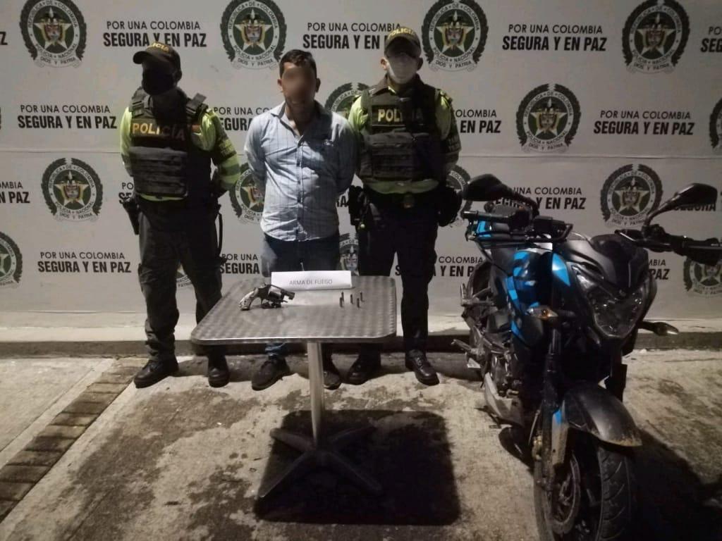 Intentó escapar de la Policía en moto y armado con revólver
