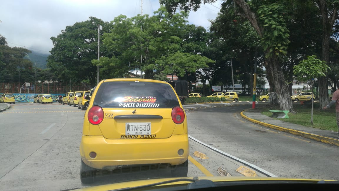 Continúan el inconformismo, bloqueos y protestas de los taxistas en Ibagué